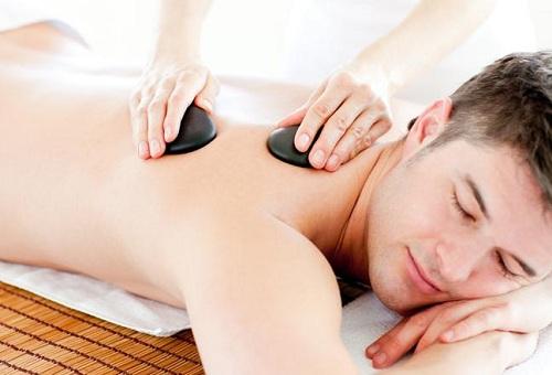 Cách massage toàn thân cho nam giới-đá nóng